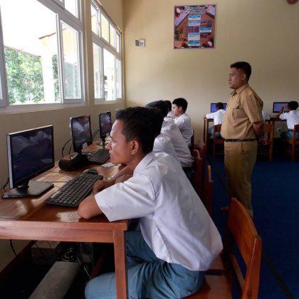 SMK Swadhipa 2 Natar Melaksanakan Ujian MID Semester Secara Online