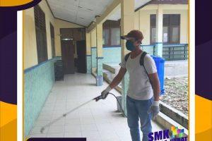 Disinfektan SMK Swadhipa 2 – 1