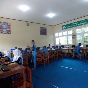 Kegiatan praktik kelas XII SMK Swadhipa 2 Natar